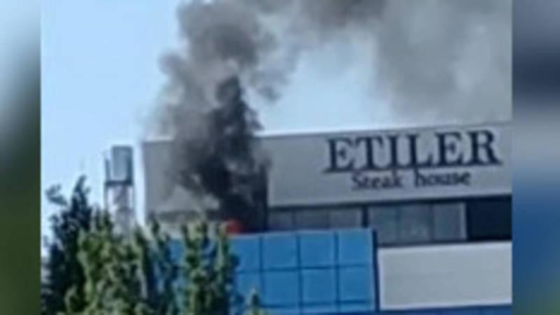 Пожар на последнем этаже ЦУМа. Видео