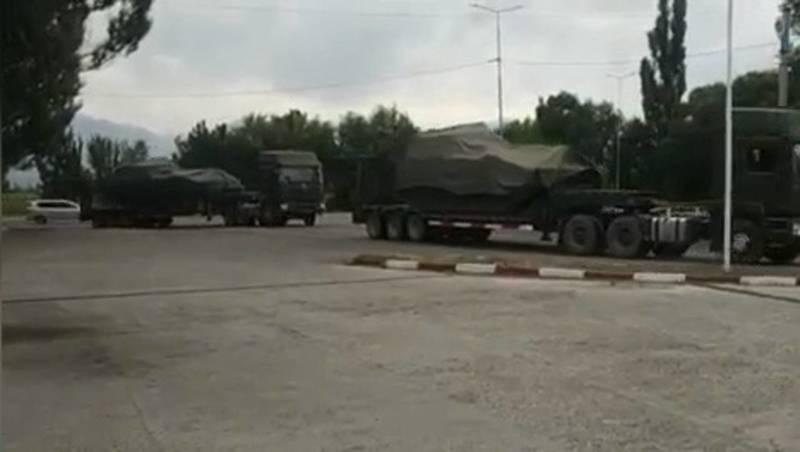 В каких целях перевозили военную технику в Токмоке? - горожанин. Видео