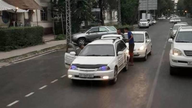 ДТП на ул.Московской. Столкнулись две легковушки. Фото