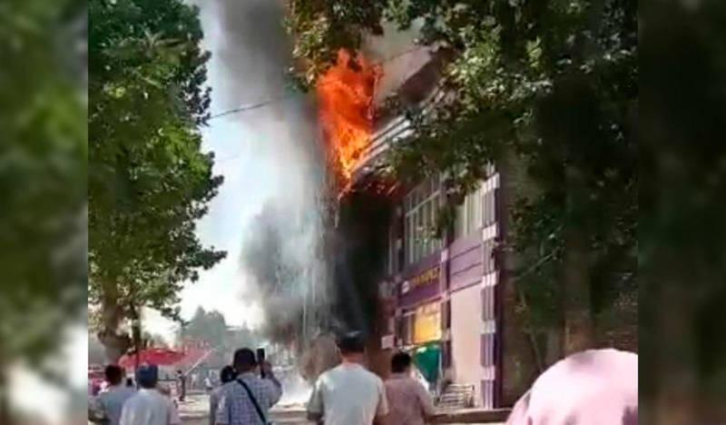 В Оше сгорело кафе «Ак-Шумкар». Видео очевидцев
