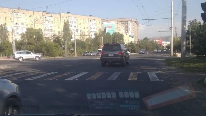 «Тойота Секвойя» со штрафами на 26 тыс. сомов снова нарушает ПДД. Фото