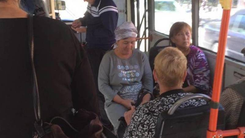 В троллейбусы впускают пассажиров без масок, - очевидец