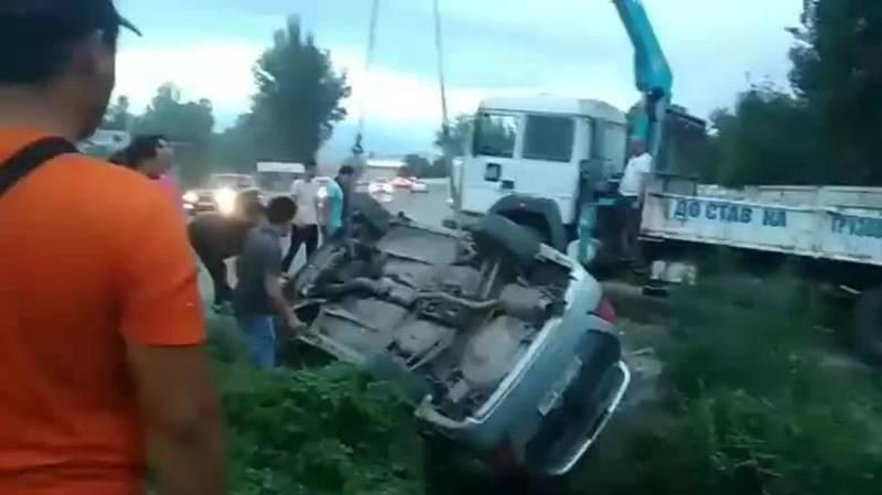 В Лебединовке перевернулся автомобиль. Видео с места аварии