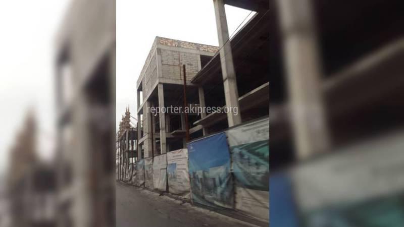 Госэкотехинспекция ответила на вопрос о законности строительства на Сухэ Батора-Каралаева