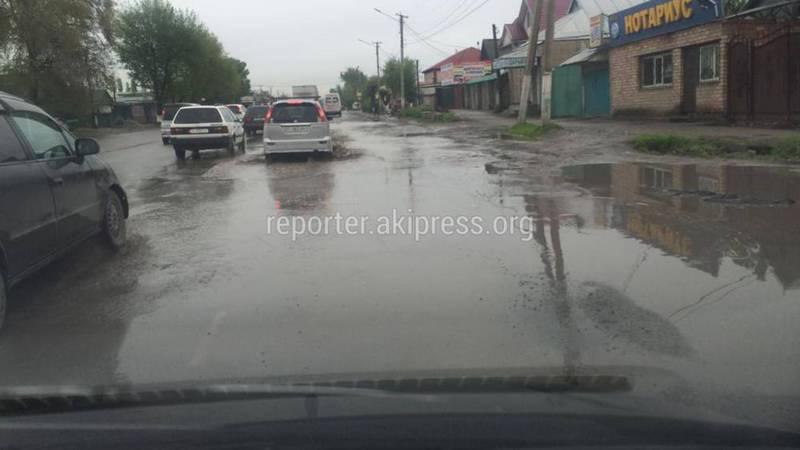 В селе Новопавловка дождевая вода топит часть улицы Фрунзе (фото)
