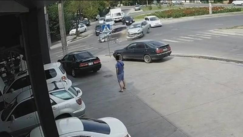 Момент ДТП на Гагарина-Садырбаева попал на видео