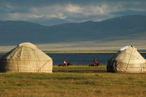 48 Юрточный городок на озере Сон-Куль