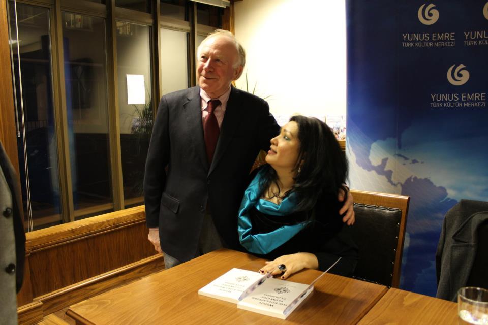 круг семьи Мистер Кларк и я . На презентации книги Бегенаса Сартова Лондон 2012