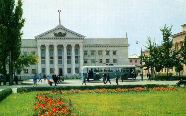1970.-Фрунзе.-Городской-Совет-депутатов-трудящихся-о116-600x373
