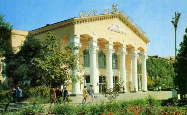 1970.-Фрунзе.-Киргизский-Государственный-Университет-о121-600x369