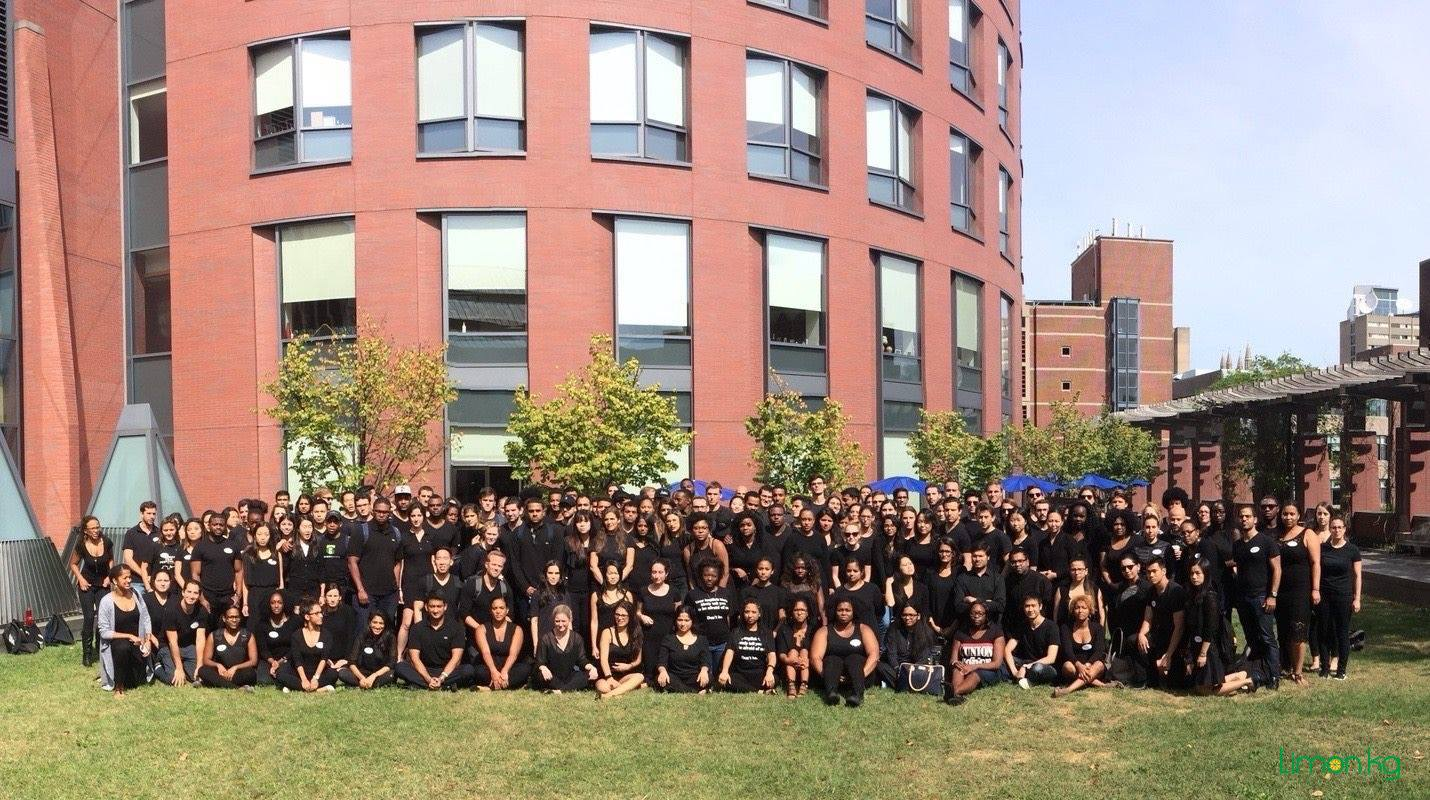 8. Студенты Уортона одевались в черное одну неделю в солидарность с афро-американским сообществом