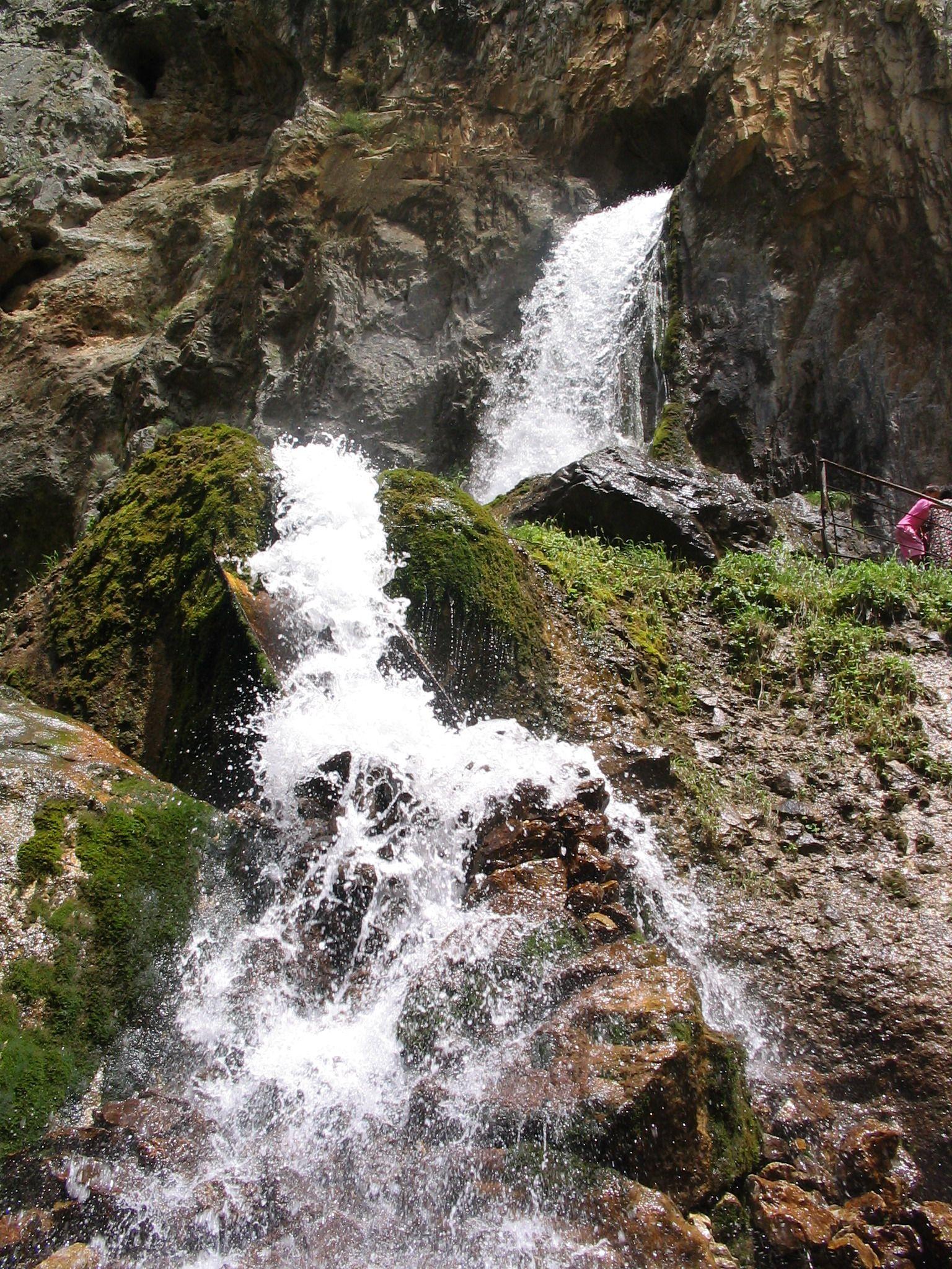 Abshir_waterfall_2