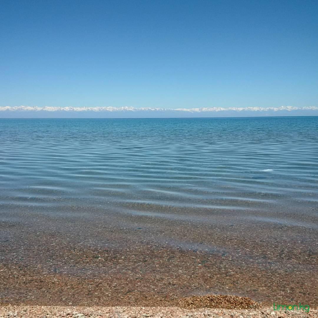 Великое горное озеро Ыссык Куль