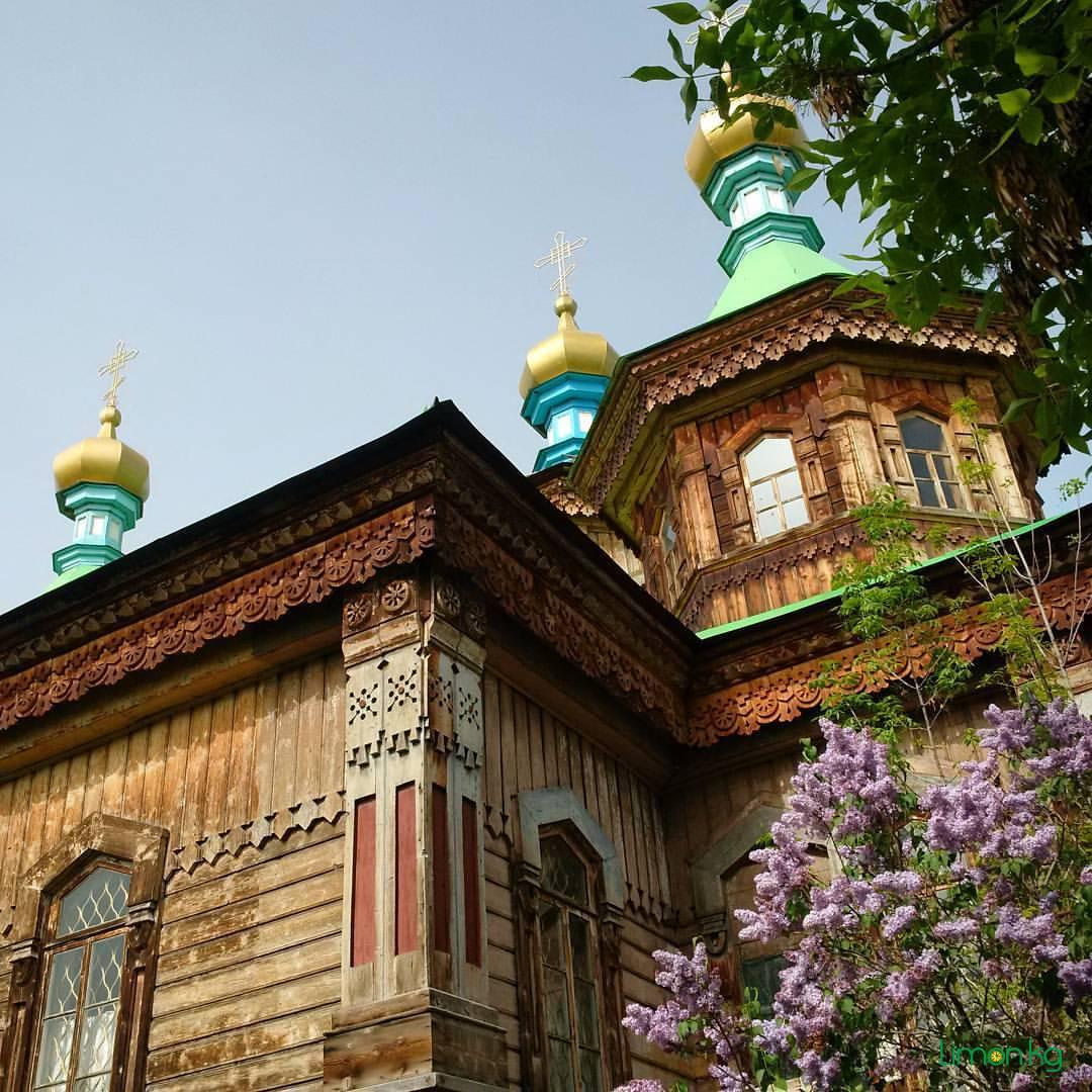 Город Караколь весь пропитан русским духом. Еще тут расположен шикарный и недорогой горнолыжный курорт.