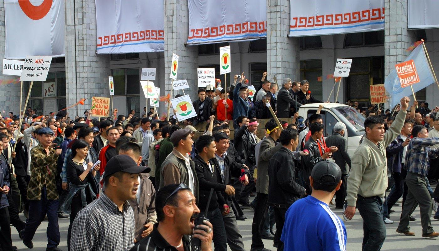 24 марта 2005 года. Митинг на площади Ала-Тоо с участием А.Атамбаева