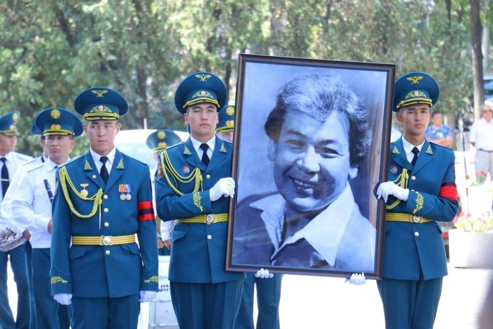 М.Ахунбаев