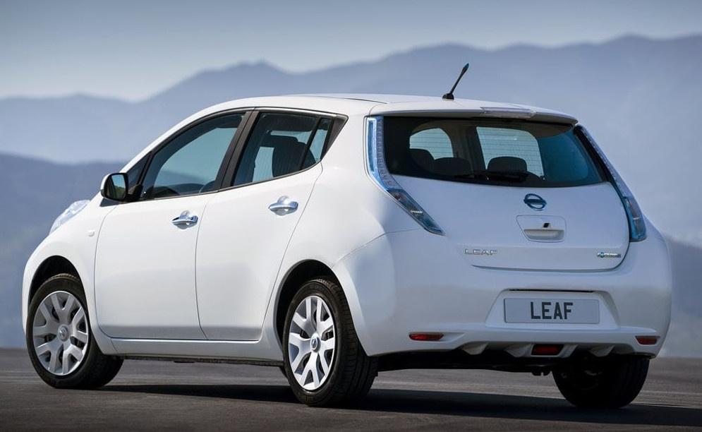 Электромобили в КР: Быть ли электрокарам на дорогах страны или 4 Nissan Leaf и Tesla удержат «монополию»? (обзор)