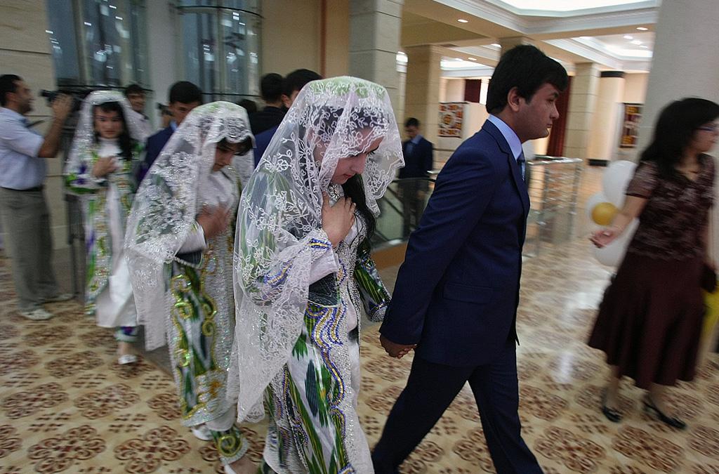 Поведение замужних блядей на свадьбах