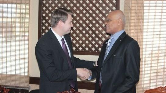 Кыргызстан предложил Бангладешу создать совместные предприятия по производству текстиля