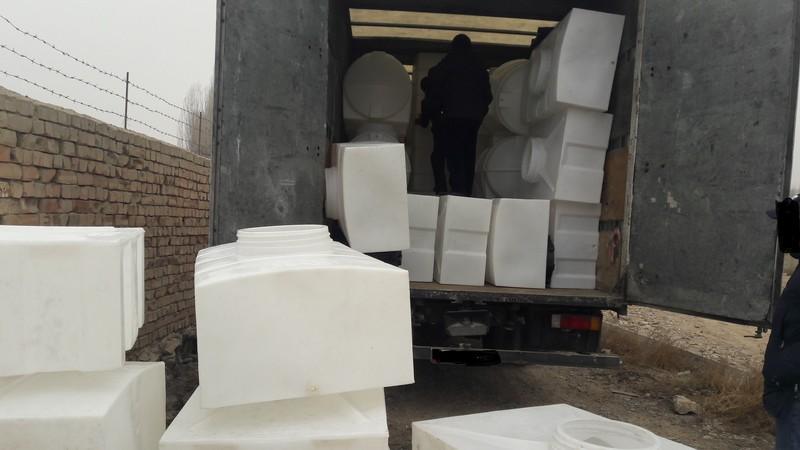 Таможня пресекла контрабандный ввоз пластмассовых емкостей иранского производства