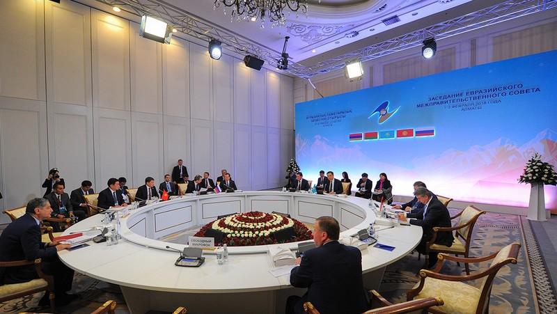 Кыргызстан хочет использовать криптовалюту вгосзакупках, Российская Федерация просит неторопиться