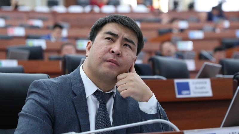 Депутат: На сегодня в «Кыргыз темир жолу» поступило 40 вагонов из 150 и они не отвечают тендерным требованиям
