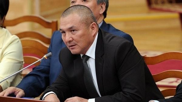 Министр транспорта Ж.Калилов предложил сделать замечание начальнику Управления автодороги Маданият—Жалал-Абад Р.Сатыбалдиеву