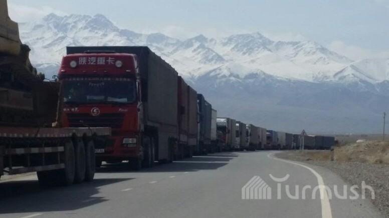 Профсоюз водителей-дальнобойщиков прокомментировал  ситуацию с очередями из машин на границе с Китаем