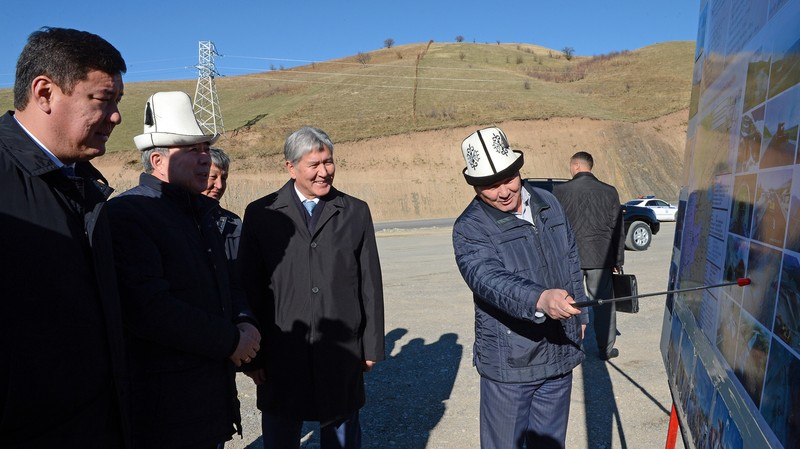 Фото — Президент А.Атамбаев поручил ускорить реализацию проекта строительства  альтернативной дороги Север—Юг