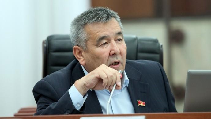 Депутат считает, что туристы не будут ездить в Кыргызстан, пока туалеты не будут чистыми