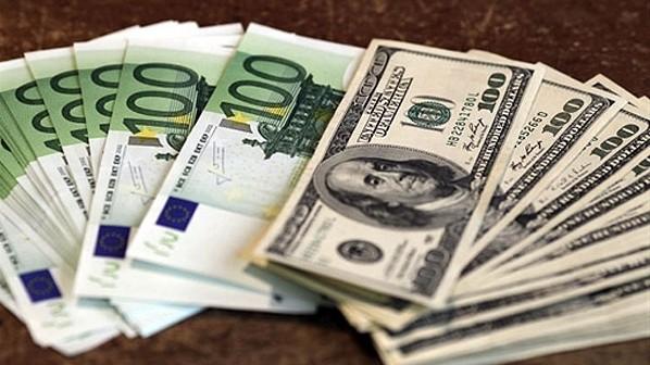 За 11 месяцев курс доллара снизился на 1,7% и евро на 0,6%