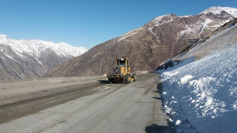 Какая работа проводится по содержанию дороги Кара-Балта—Суусамыр? (фото)