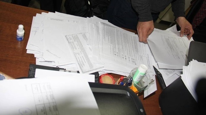 Уволены 5 налоговиков, ранее задержанных ГКНБ по обвинению в незаконном выводе 217 млн сомов