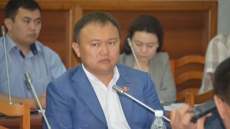 Депутат предложил пригласить на заседание комиссии экс-премьера, экс-министров финансов и энергетики, подписавших документы по модернизации ТЭЦ Бишкека