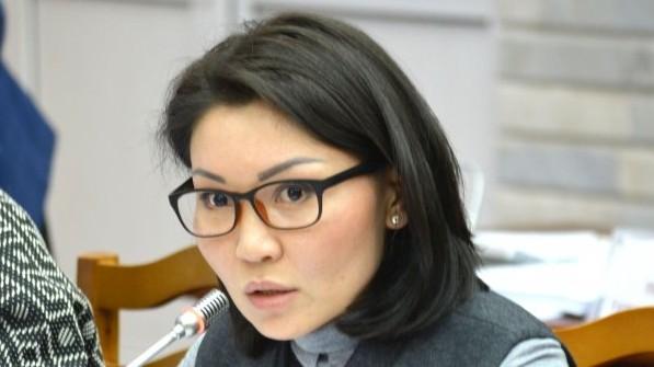 Депутат Э.Сурабалдиева интересуется, не «уйдет ли государство в минус» при увеличении соцвычита из подоходного налога до 25%