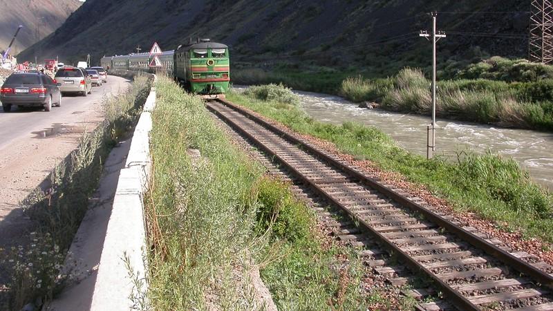 В 2017 году по главным и станционным путям уложено 85,8 тыс. шпал — 28 км железной дороги, - госпредприятие