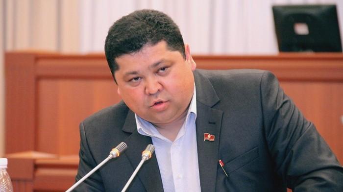 Депутат Т.Шайназаров: У главного инженера «Бишкектеплосети» М.Курганова есть 50 квартир, продолжайте так жить, воруйте дальше (дополнено)