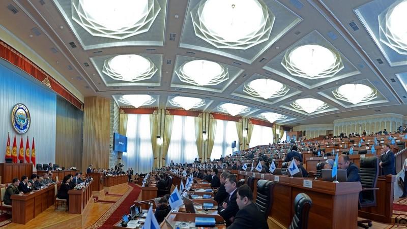 Жогорку Кенеш одобрил законопроект, по которому комбанки будут принимать в качестве залога складские свидетельства