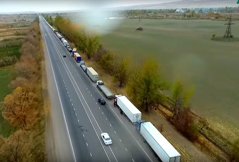 Власти Казахстана: Выявлены сотни нарушений состороны кыргызских перевозчиков