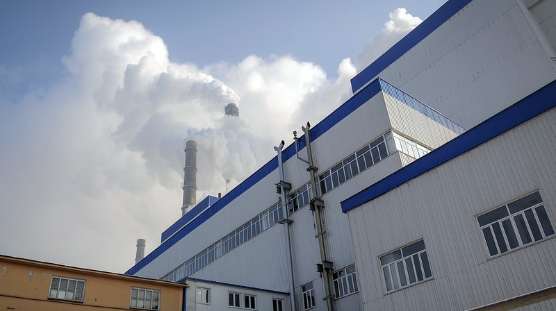 С какими местными подрядчикам и поставщиками работала TBEA по договорам в рамках реализации проекта «Модернизация ТЭЦ Бишкека»?