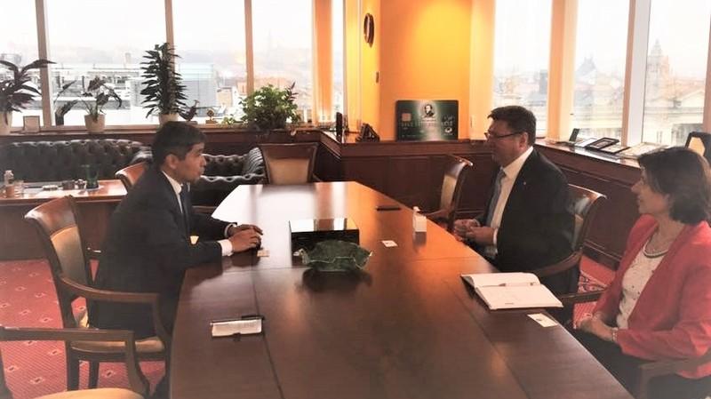 Кыргызстан и Венгрия обсудили участие венгерских бизнесменов в горнодобывающей, гидроэнергетической и сельхозотраслях КР