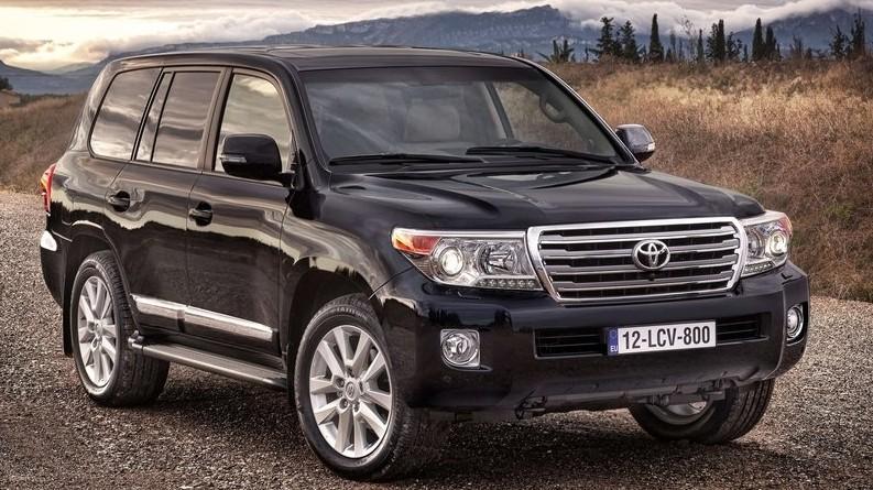 Правительство передало Госэкотехинспекции автомашину Toyota Land Cruiser, ранее принадлежавшую компании, строящей дорогу Долон—Кызыл-Бель