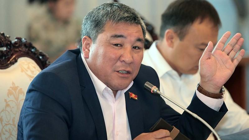 Депутат о заявлениях экс-директора ТЭЦ Бишкека: Человек из одного кабинета борется с человеком из другого кабинета