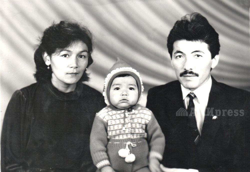 Министр А.Касымалиев, супруга Замира и дочь Айгерим