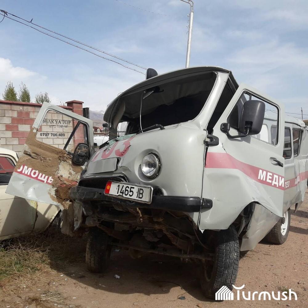 Состояния автомобиля скорой помощи после аварии