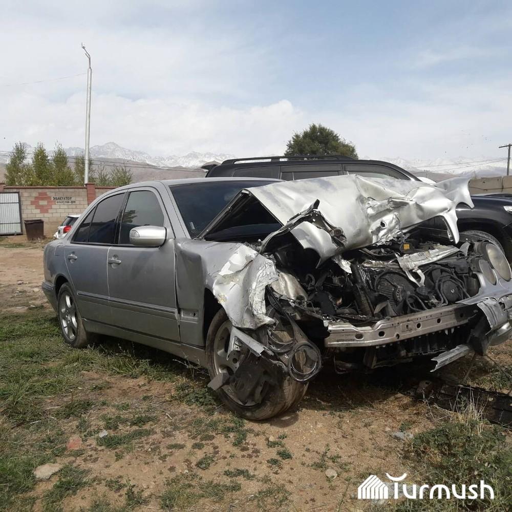 Состояние автомобиля «Мерседес-Бенц Е420» после аварии