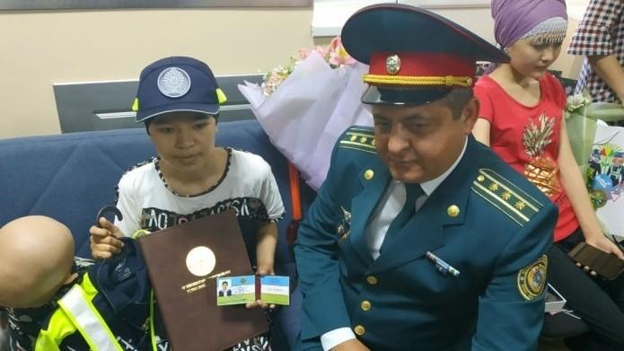 Мирзиеев исполнил мечту больной девушки, мечтавшей стать инспектором ДПС