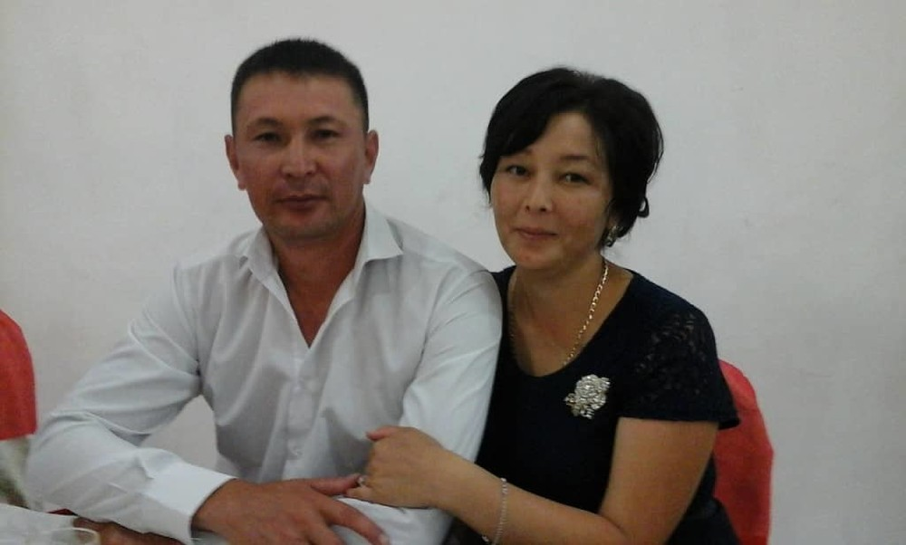 Айнура Аскар кызы с мужем