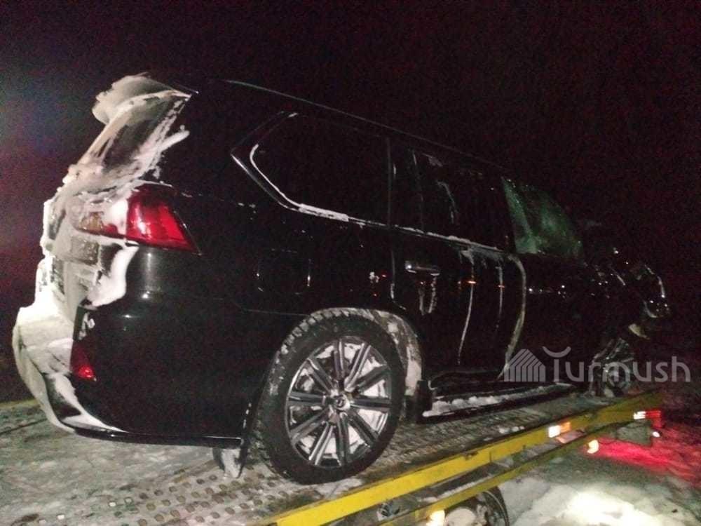 Автомобиль «Лексус LX570», на котором Анжелика Кайратова вместе с подругой и дочерьми попали в ДТП