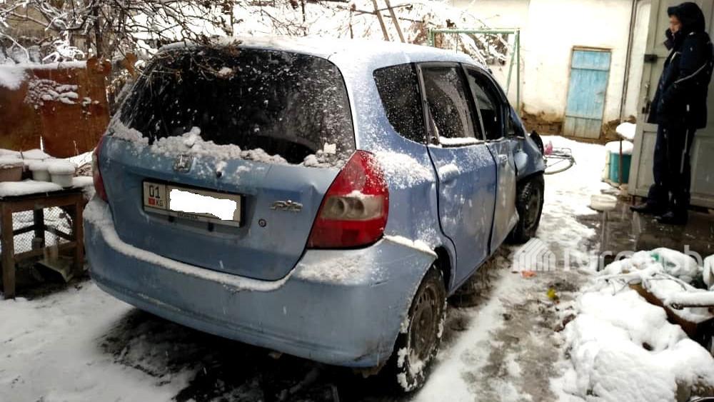 Автомобиль «Хонда Фит», совершивший наезд на 23-летнюю девушку